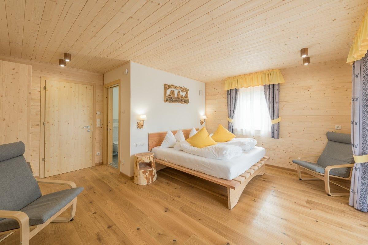 camera in legno iperico