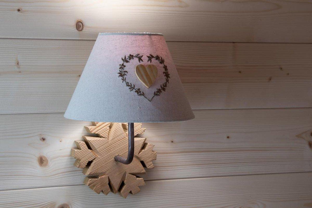 lampada di una stanza dell'agritur